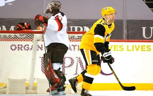 Devils drop eighth straight in blowout loss to Penguins