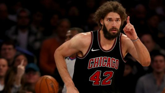 Bulls won't budge on buyout negotiations with Robin Lopez, report says