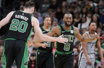 Celtics' Hayward breaks left hand, out at least a month