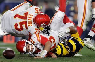 Mahomes' six TDs overshadowed by five turnovers in Chiefs' loss to Rams