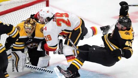 Backlund, Monahan each pot pair to help Flames get back at league-leading Bruins
