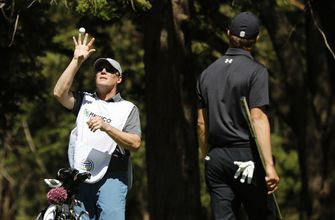 Spieth's father fills in as caddie in Mexico