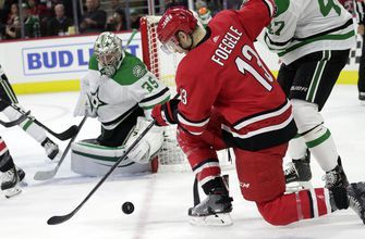 Dallas races to early lead, beats Hurricanes 4-1