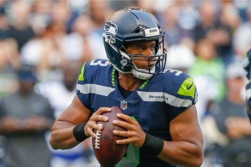 Giants watch as Russell Wilson contract face-off escalates
