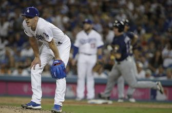 Grandal's woes, quiet LA bats doom Dodgers in NLCS Game 3