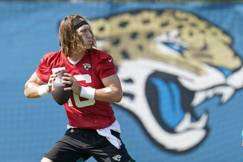 QB Trevor Lawrence signs $36.8M rookie contract with Jags