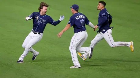 Rays walk off for win over Dodgers to even World Series