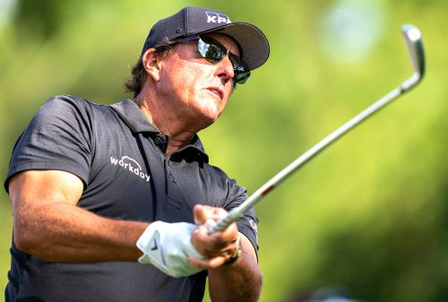 Phil Mickelson grabs first-round lead at Wells Fargo Championship