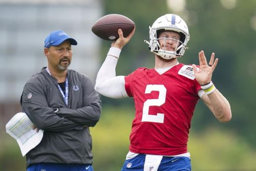 Injuries keep Wentz, Kelly out of Colts' 3rd practice