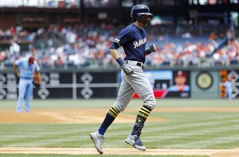 Brewers' Yelich out of lineup again with back spasms
