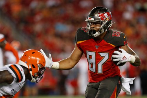 Baker, Browns don't live up to hype in clunker vs Bucs