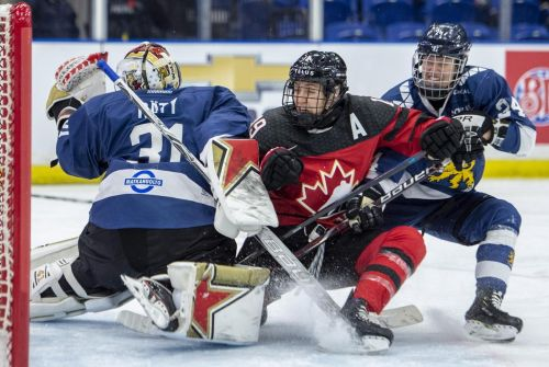 U.S. beats Sweden, cruises into 4 Nations Cup title game