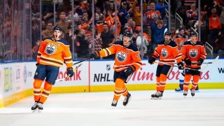 McDavid nets hat trick, record 6 points as Oilers dominate Avalanche