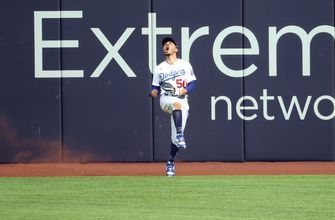 Mookie Betts' spectacular catch saves a run as Dodgers escape, lead Braves, 3-0 in NLCS Game 6