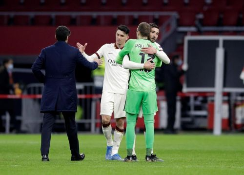 Arsenal rues late equalizer; United wins in Europa League