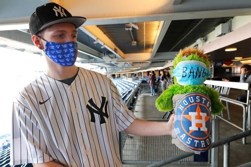 Yankees fans 'smell blood' as they mercilessly mock Astros