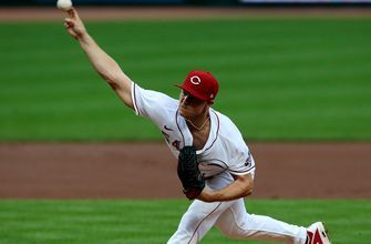 Gray fans 10, Winker homers twice as Reds cruise past Pirates 8-1