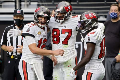 Tom Brady, Buccaneers show off firepower in rout of Raiders