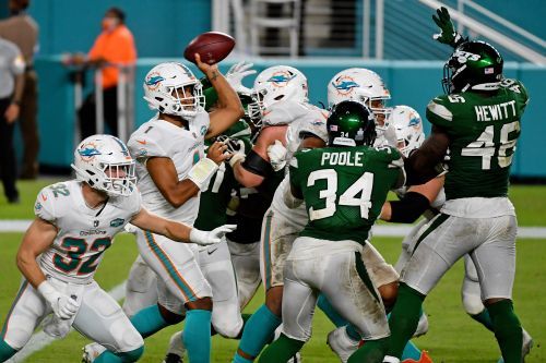 Tua Tagovailoa makes NFL debut as Miami Dolphins blow out New York Jets