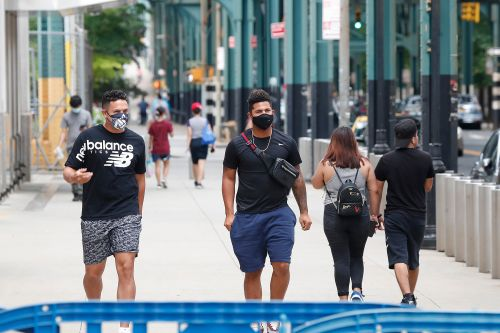 Yankees wear masks as they arrive for spring training 2.0