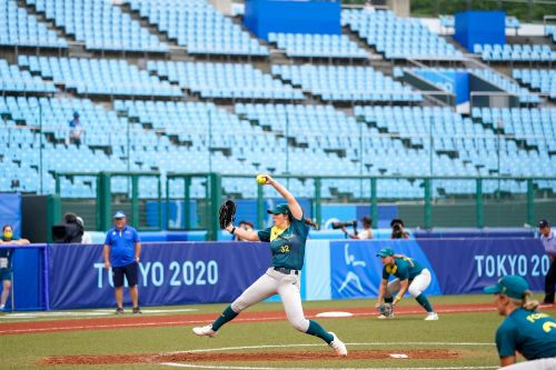 Softball on a baseball field doesn't faze Olympians: 'You can't even tell the difference'