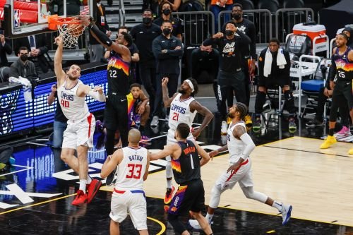 Wild alley-oop buzzer-beater gives Suns 2-0 lead over Clippers