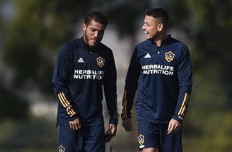 Chicharito seizes chance to be center of the Galaxy