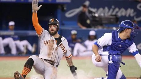 Pillar gets standing O, RBI, as Giants edge Blue Jays