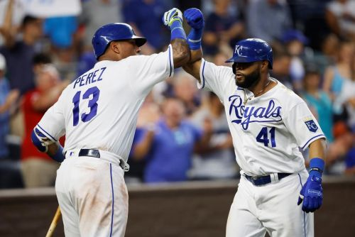 Perez, Santana homer in Royals' 9-8 victory over Tigers