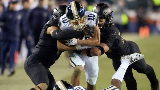 Army stops late comeback to win third-straight game over Navy