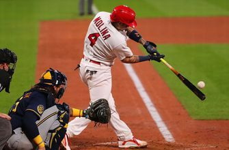 Yadier Molina records 2,000th hit, Cardinals win 4-2 against Brewers