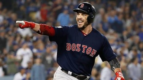 World Series MVP Pearce re-signs with Red Sox