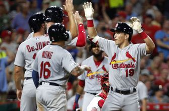 Reds squander early lead, fall to Cardinals 7-4