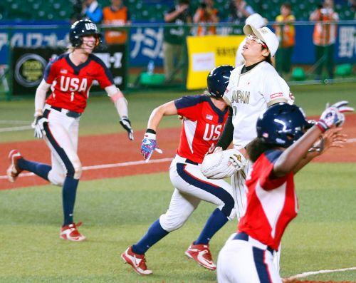 US beats Japan 7-6 in final of softball world championship
