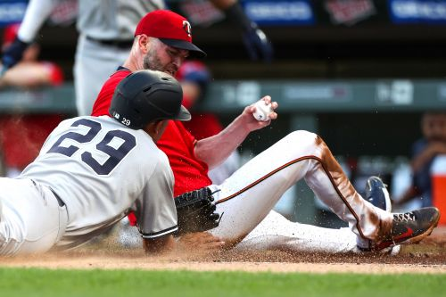 Aroldis Chapman implodes in ninth as Yankees blow chance to sweep