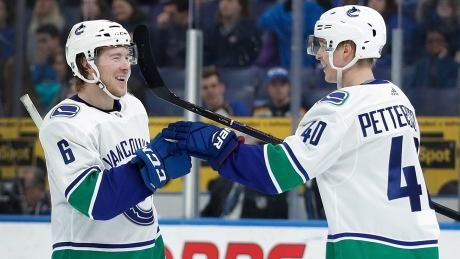 Boeser, Pettersson lead Canucks' steamrolling of Blues