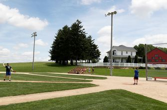 Cardinals replace Yankees in Field of Dreams game vs. White Sox