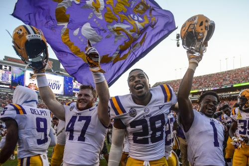 Amway Coaches Poll: LSU soars to No. 6, Wisconsin plummets after BYU shocker