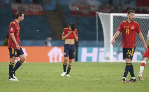 Spain players criticized after ignoring fans at Euro 2020