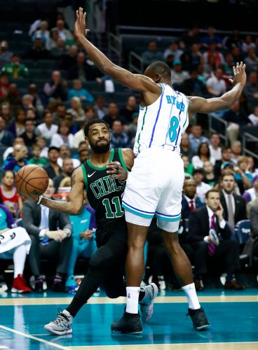 Walker sparks late rally, Hornets beat Boston 124-117