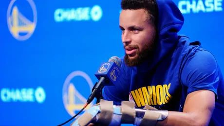 Warriors star Stephen Curry hopes to return from broken hand 'in early spring'