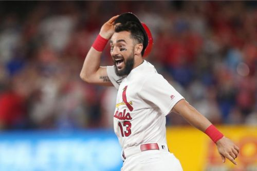 Watch: Cardinals' Matt Carpenter bunts for double vs. Marlins