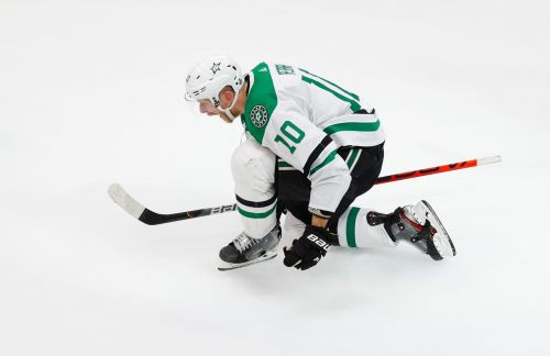 Corey Perry scores twice, Joe Pavelski sets record as Stars stay alive against Lightning
